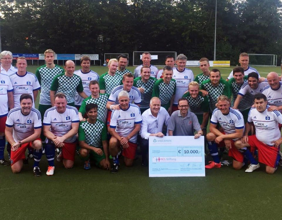 Benefizspiel HSV-Altliga vs Asklepios für NCL Stiftung mit rautenherz