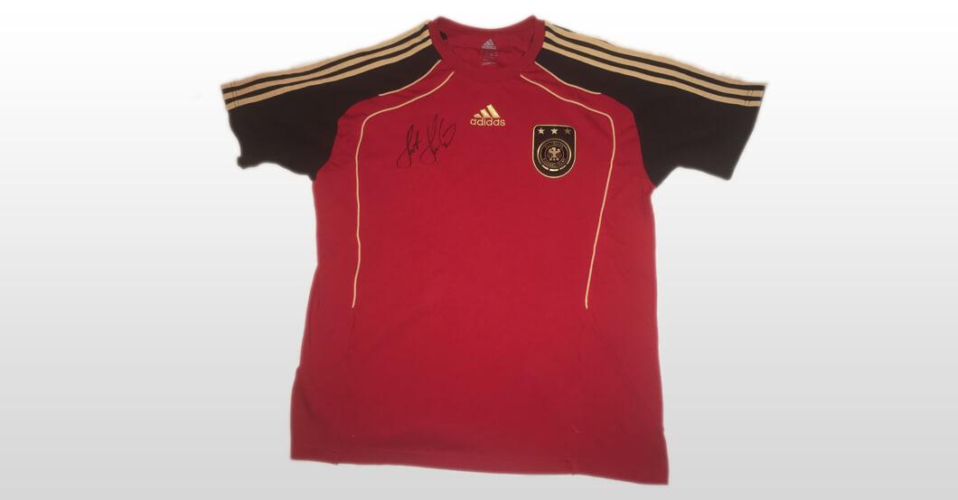 Signiertes T-Shirt von Horst Hrubesch