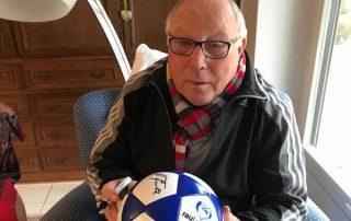 Uwe Seeler signiert rautenherz Ball