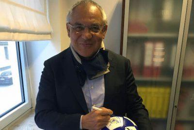 Felix Magath signiert rautenherz Ball